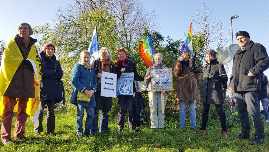 Gruppenbild Dortmunder Friedensforum auf der FridaysForFuture-Demo