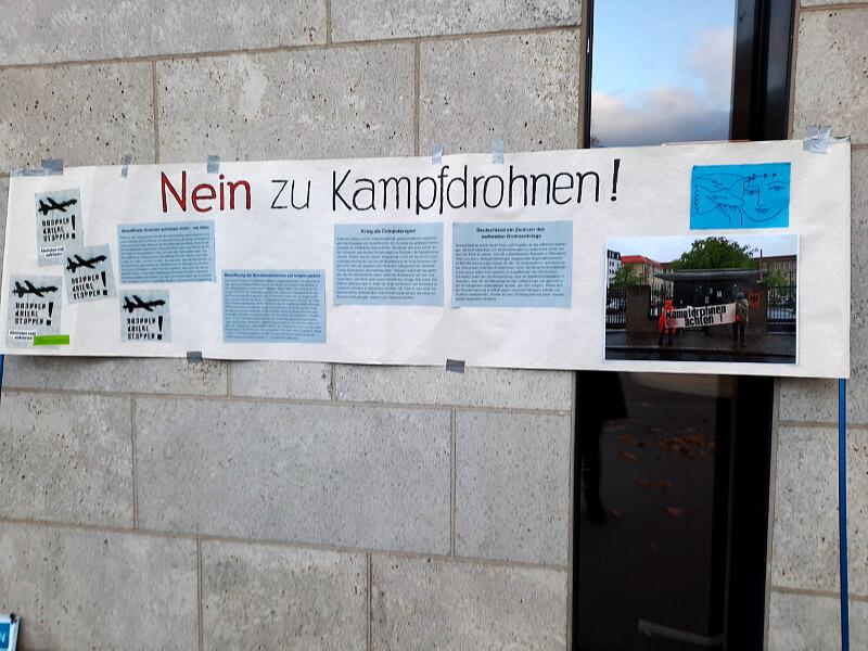 """Teilansicht Straßengalerie """"Nein zu Kampfdrohnen"""""""