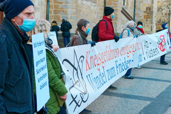 """Unser Beitrag zum bundesweiten dezentralen Aktionstag """"Abrüsten statt aufrüsten"""""""